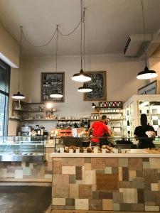 Milan_Pave_Cafe_Coffee_croissant_vandermeerkat_2