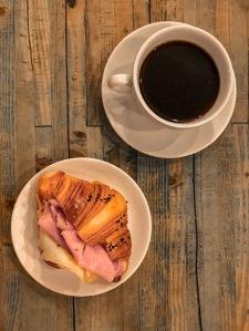 Milan_Pave_Cafe_Coffee_croissant_vandermeerkat_1